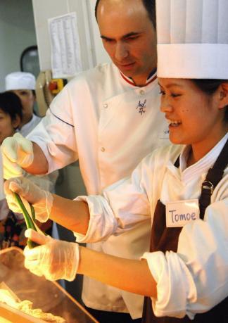有給インターンシッププログラム!ーパティシエ、パン職人、フランス料理、エステティシャン留学