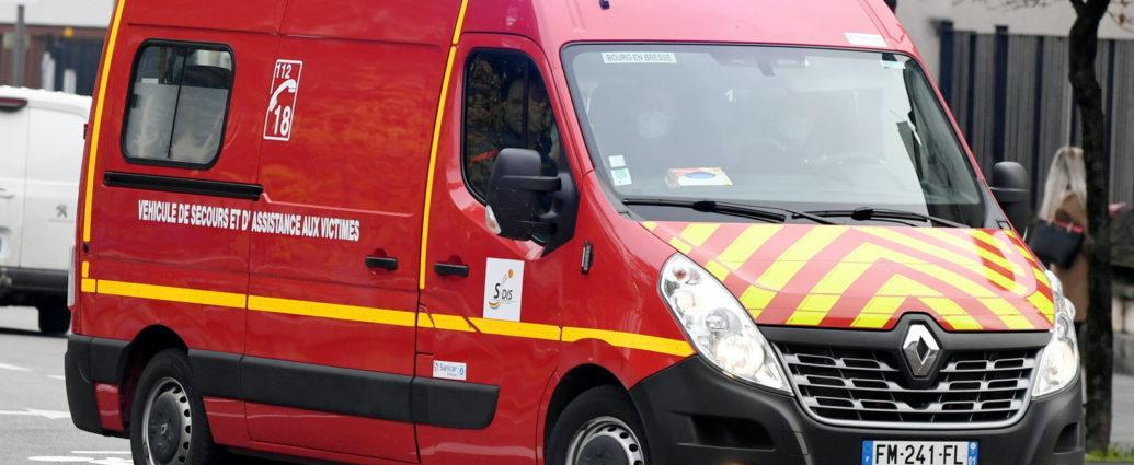 65歳の女性、救急車を盗み老人ホームを脱走。